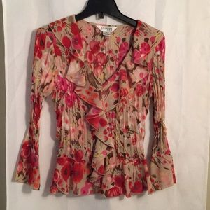 Floral blouse with ruffle